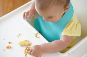 Introducing soldis: my daughter self-feeding at 8 months